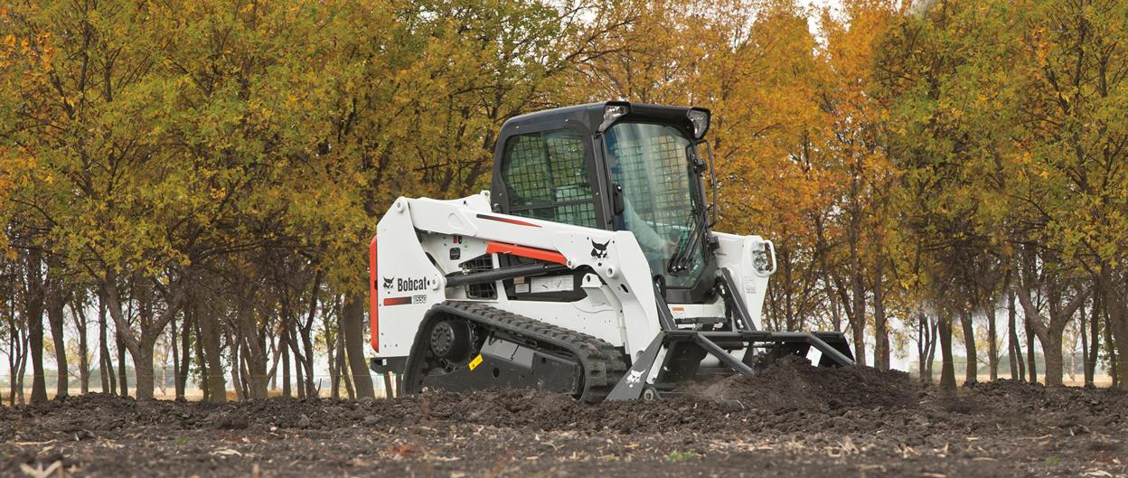 Bbobcat T550 compact track loader with landplane attachment.