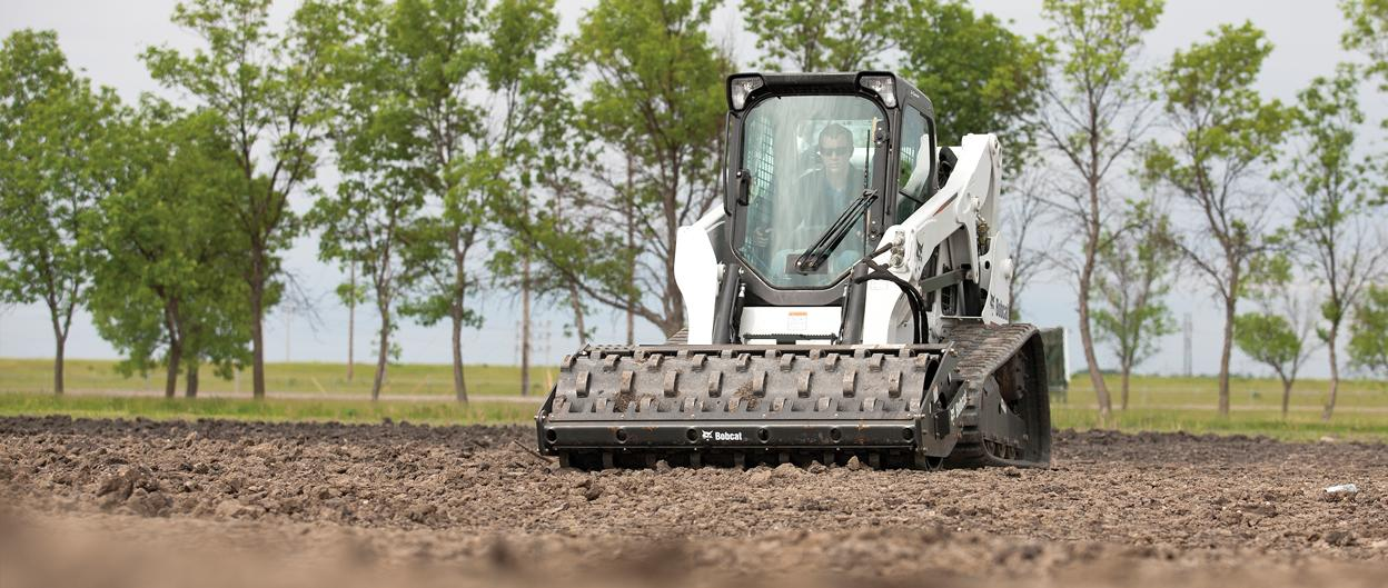 Bobcat T650 compact track loader with vibratory roller attachment.