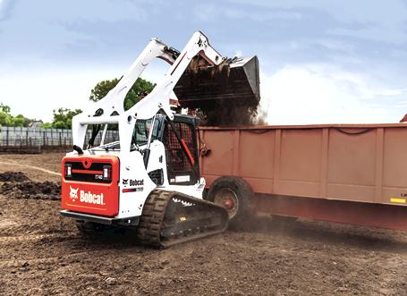 The vertical lift path T740 tackles your lifting and digging tasks.