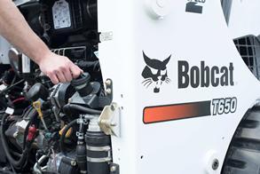 Bobcat T650 compact track loader fuel fill
