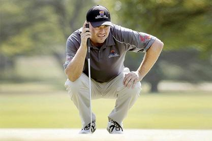 Andre Metzger lines up a putt.