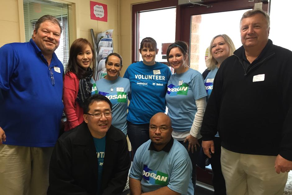 Doosan employees participating in a 2014 Doosan Day of Caring.