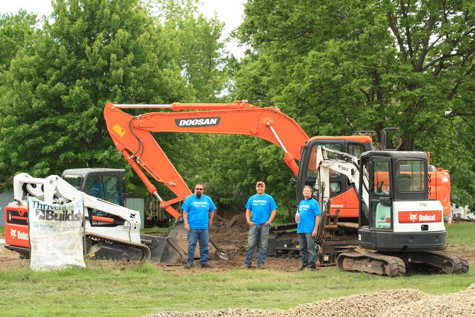 A group of Doosan employees doing community service during the 2014 Doosan Day of Caring.