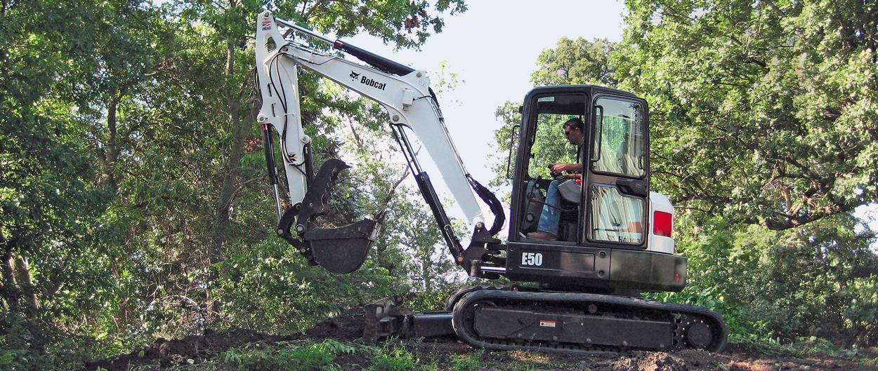 Escavatore compatto (miniescavatore) Bobcat E50 con telaio compatto.
