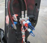 Auxiliary hydraulic line on boom head