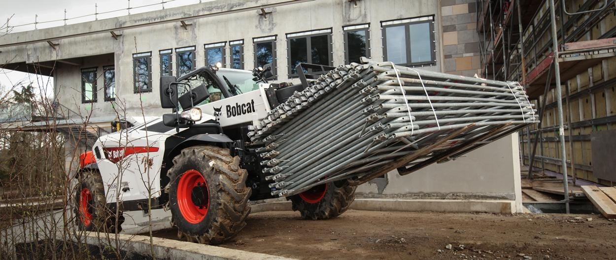 Bobcat T35.105 Telescopic Loader with Pallet forks on a building site