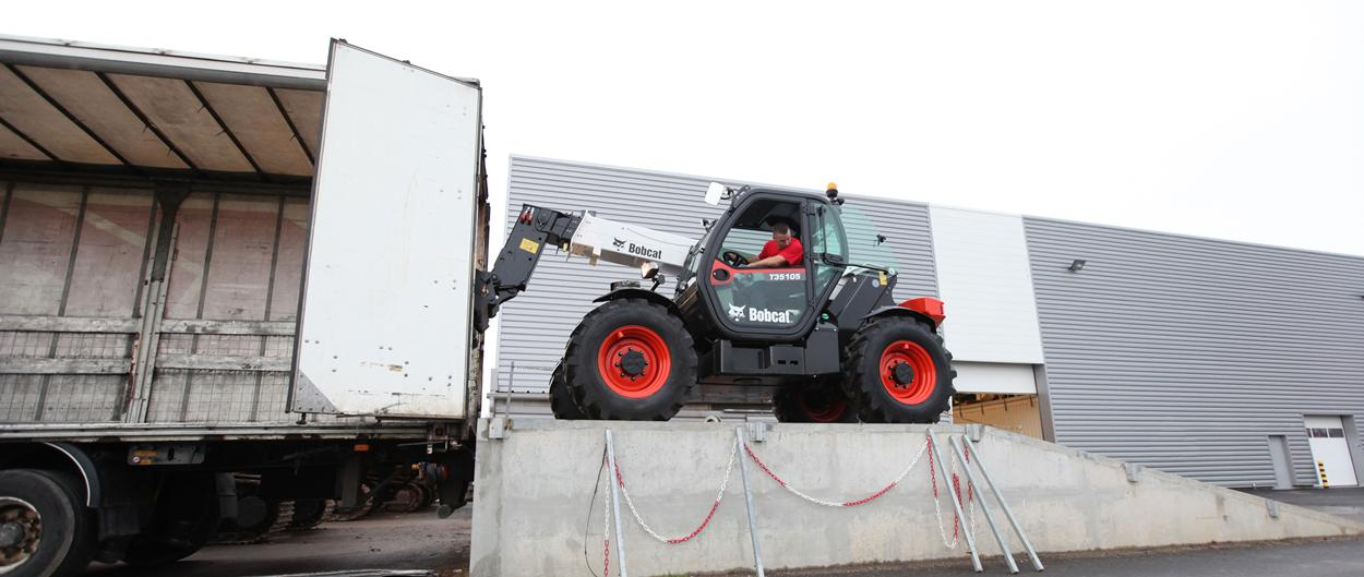 Bobcat Telescopic Hanlder T35105 with Pallet Fork Attachment