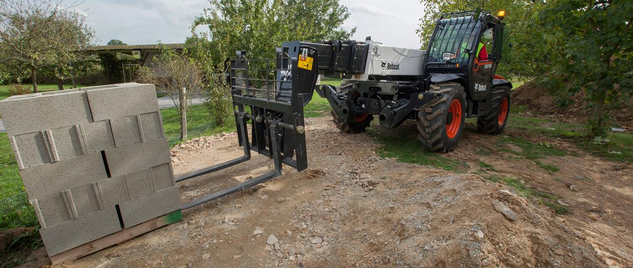 Bobcat Telescopic Handler T40180 with Pallet Fork in Constrution