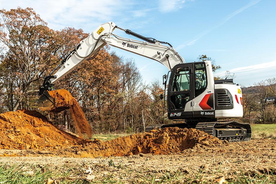 Bobcat 14-16T Size Class Large Excavator Digging On Construction Jobsite