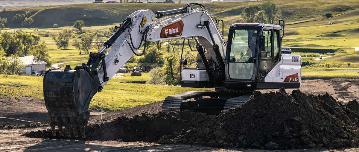 Large Excavator Digs Hole in the Ground