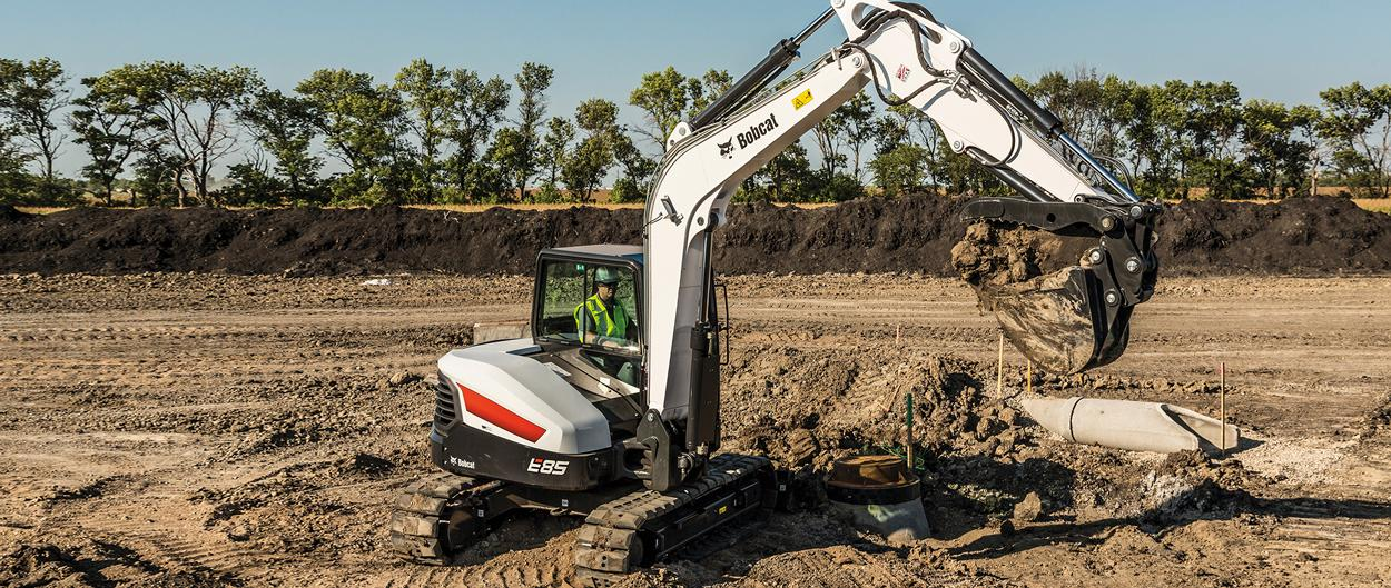 Operator Using Bobcat E85 Excavator to Lift Dirt From a Hole