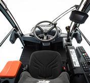 L'intera macchina è stata progettata per offrire una migliore visibilità dalla cabina, che può essere ulteriormente migliorata con le luci a LED e la telecamera posteriore opzionali.