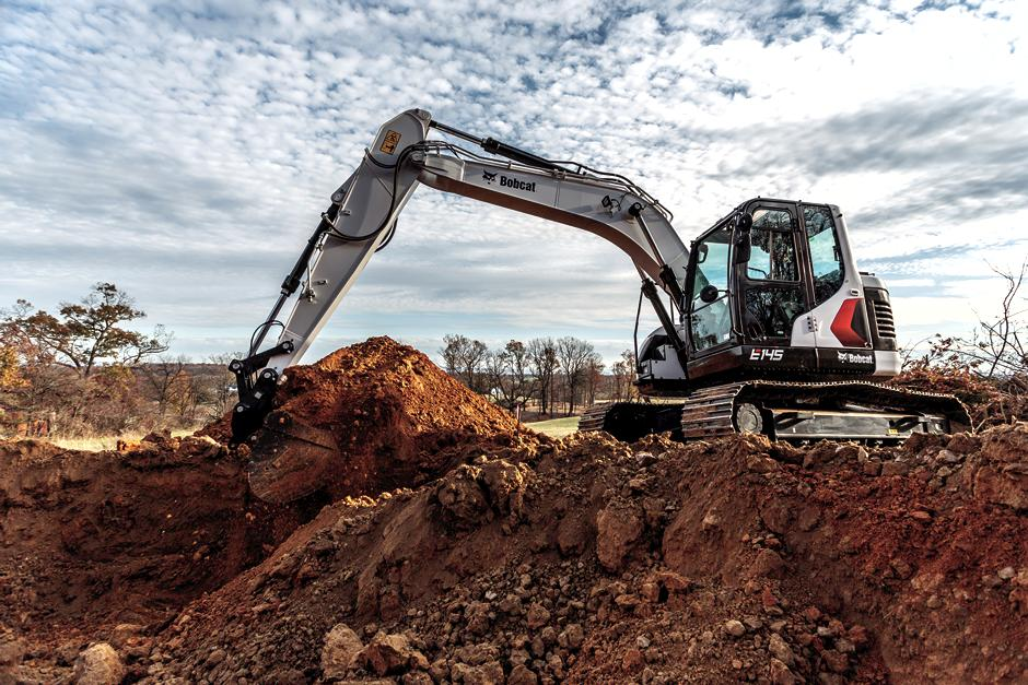 Bobcat Customer Using 14-16T Size Class Large Excavator To Move Earth On Construction Site