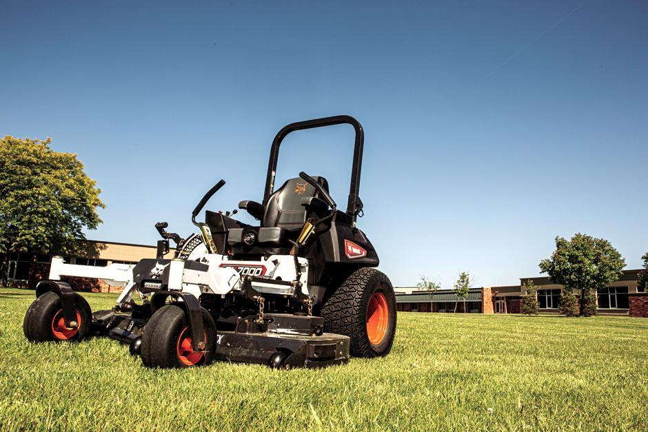 Bobcat ZT7000 Zero-Turn Mower Side View