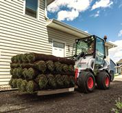 Bobcat small articulated loaders offer impressive lifting capabilities to improve productivity in tight workspaces. They include a standard integrated counterweight for optimal lift capacity.