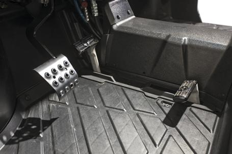 Move forward or reverse simply by pressing your toe or heel on the travel control pedal.