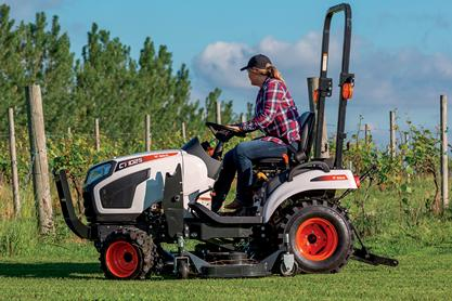 Bobcat CT1025 With Mid-Mount Mower