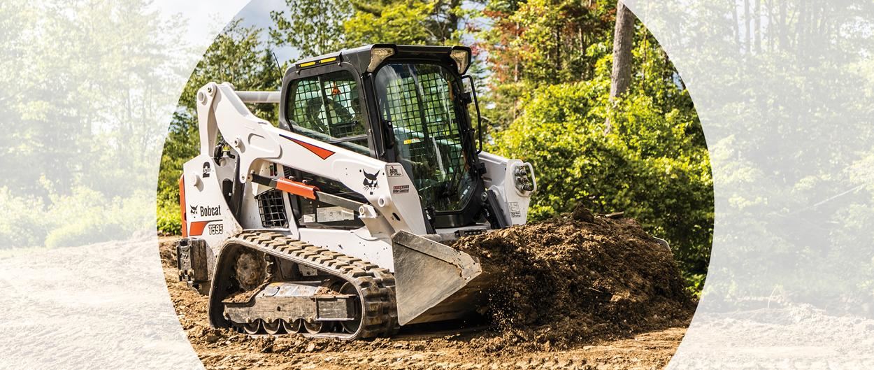 Bobcat T595 compact track loader and bucket attachment scooping dirt.