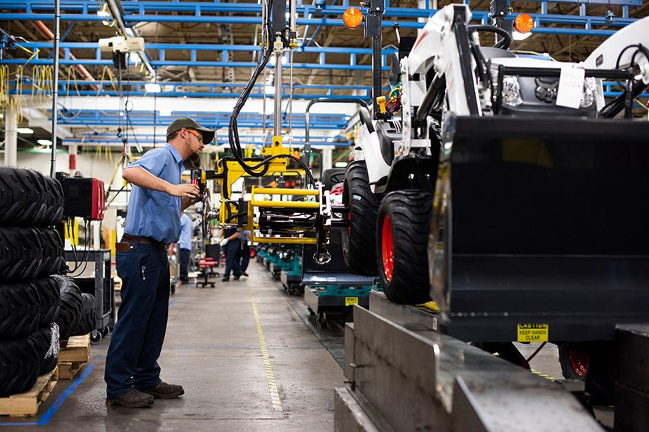 Bobcat Employee Working At Statesville, North Carolina Manufacturing Facility