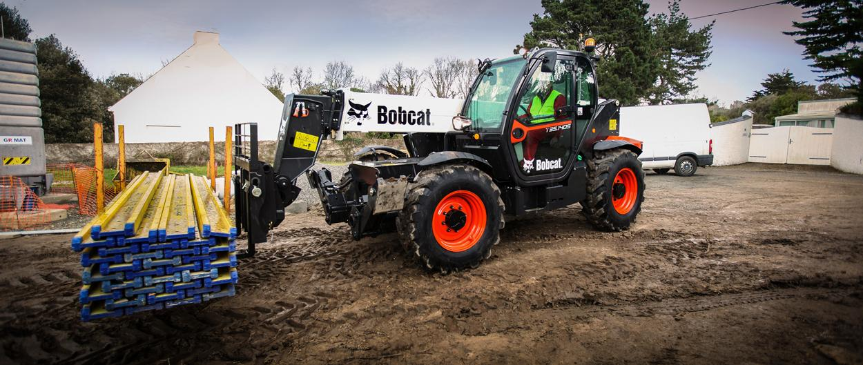 Bobcat Telescopic Handler T35-140S with Pallet Fork attachment