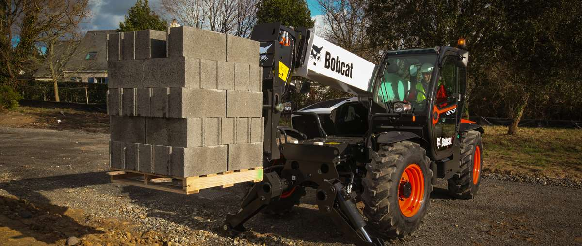 Telescopic Handler T35.140S with Pallet Forks