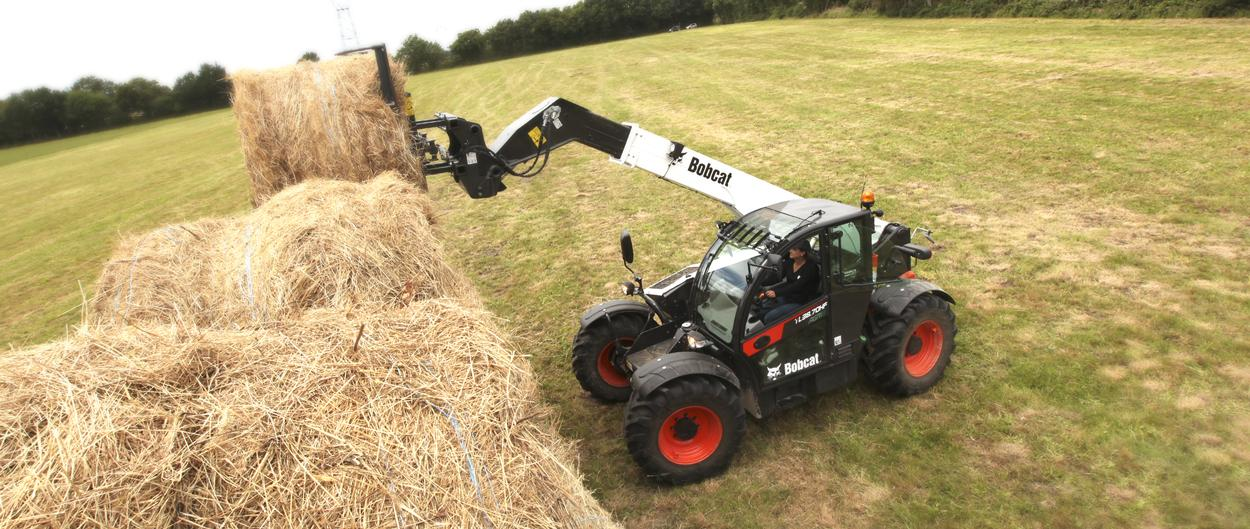 Bobcat Telescopic Handler TL38.70HF AGRI with Grapple Bucket attachment
